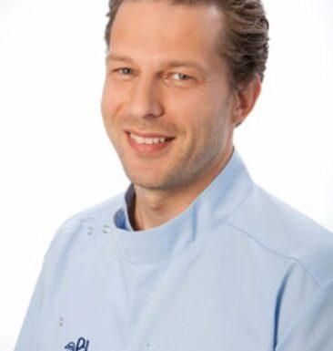 Зубные имплантаты – выгоднее, чем мостовидные протезы